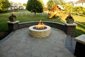 Des moines fire pit outdoor fireplaces gas fireplaces for Landscaping rocks des moines
